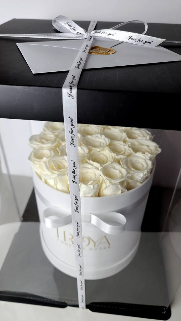 Round white box with white roses in gift box