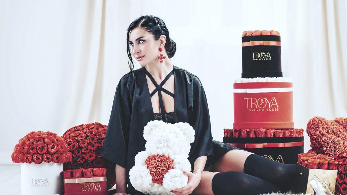 Troya Forever Roses