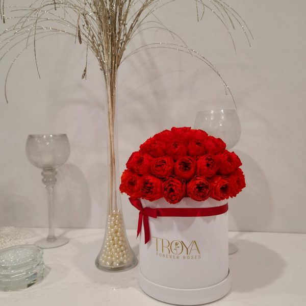 medium-el-luna-with-red-peonies
